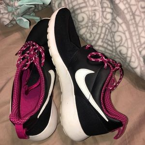 Girl's Nike Roshe One Running Shoe